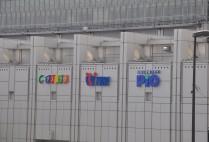 駅とつながった「横断デッキ」&「PiO」サイン