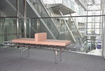 1階から3階のベンチがリニューアルしました